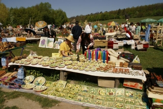 Весняний ярмарок у Пирогові